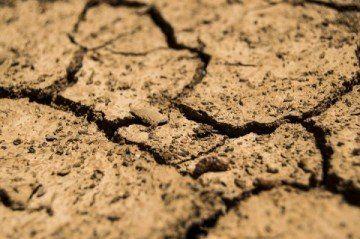 ニキビ 化粧水 乾燥 原因