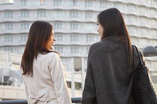 2womans